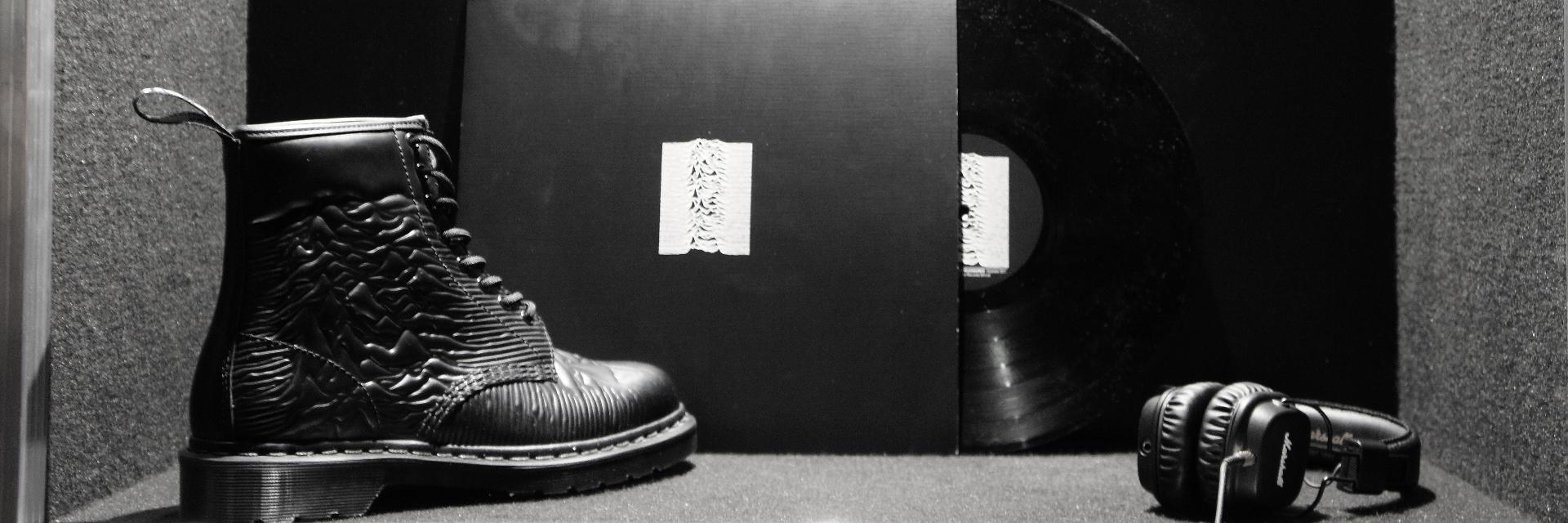 #每雙都不想錯過! Dr.Martens 秋冬新款「重口味」亮相!致敬傳奇樂團、閃亮 Glitter、Tattoo 靴款、立體皮革花... 馬汀迷:「這每雙都太欠收藏了...」